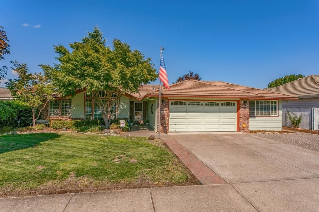760 Annalee Dr, Central Point, OR 97502