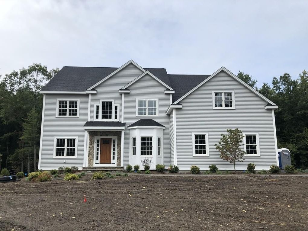 318 W Acton Rd, Stow, MA 01775