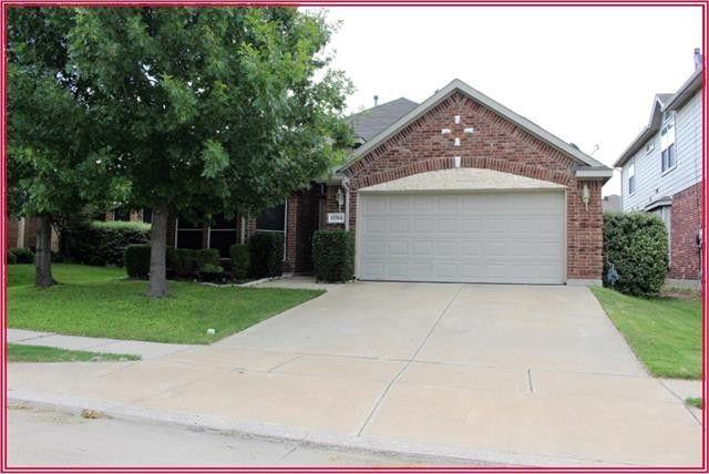 11704 Wild Pear Ln, Fort Worth, TX 76244