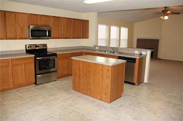 4113 majestic ct fort worth tx 76244 for Kitchen cabinets 76244