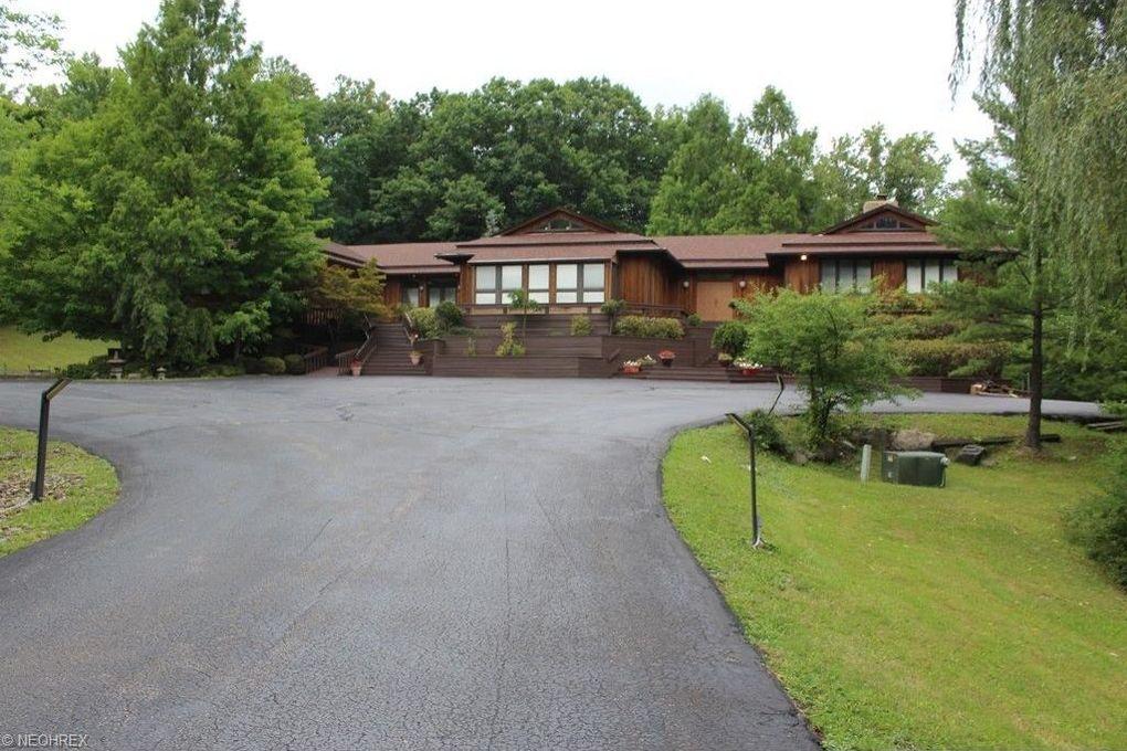 37499 Cedar Rd, Gates Mills, OH 44040