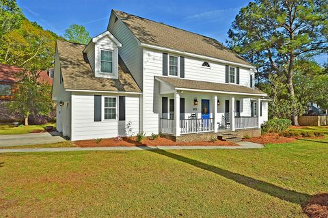 Photo of 501 Lakeview Dr, Summerville, SC 29485