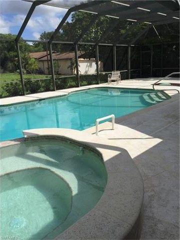 23 Center St, Naples, FL 34108