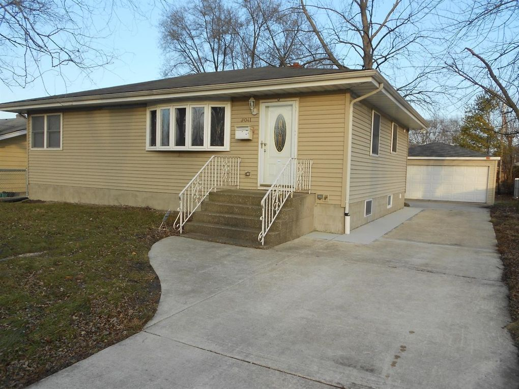 8041 Columbia Ave, Munster, IN 46321