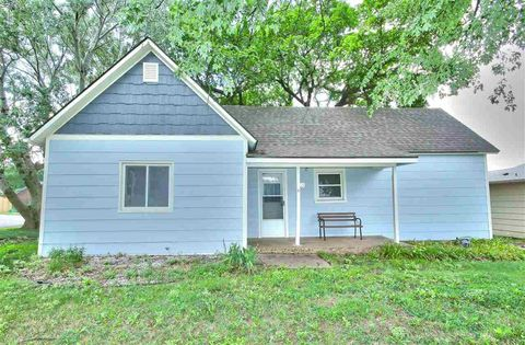 605 W Chicago Ave, Colwich, KS 67030
