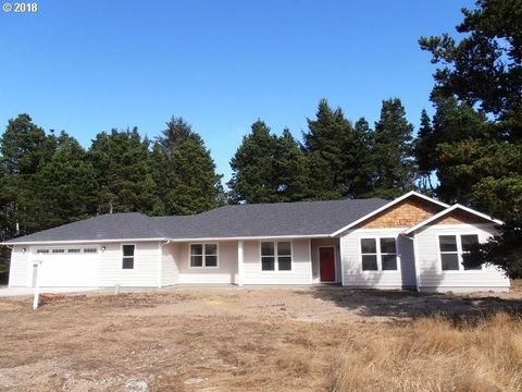 Photo of 695 Concession Ct, Gearhart, OR 97138