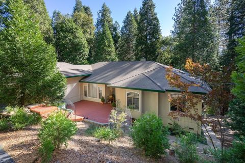 6788 Diamond Dr, Pollock Pines, CA 95726