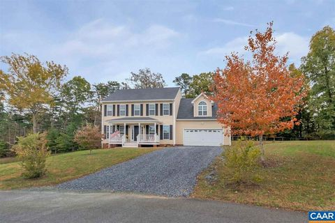 Photo of 131 Carriage Hill Rd, Palmyra, VA 22963