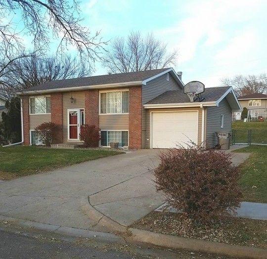 Broadmoor Hills Rentals Elkhorn Ne: 401 Broadmoor Dr, Norfolk, NE 68701
