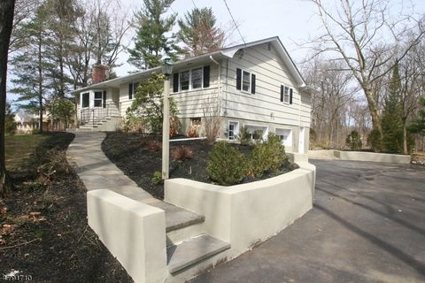 52 Round Top Rd, Warren, NJ 07059. Single Family Home
