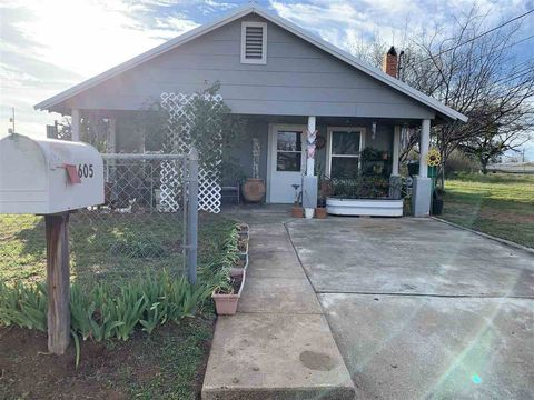 Photo of 605 Pittsburgh Ave, Llano, TX 78643