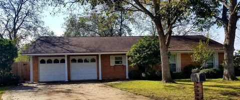 Photo of 1413 Forest Park Ct, Sweeny, TX 77480