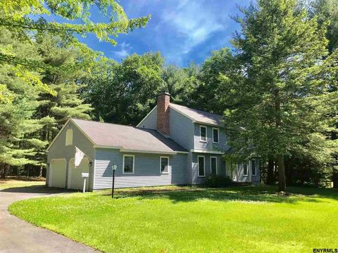 43 Willow Rd, Queensbury, NY 12804