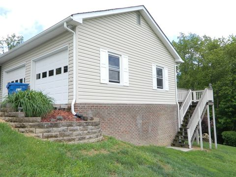 Photo of 705 Overlook Cir, Saltville, VA 24370