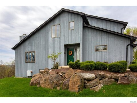 100 Astri Ter, Valley Cottage, NY 10989