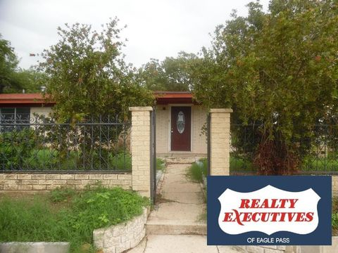 202 E Jackson St, Crystal City, TX 78839
