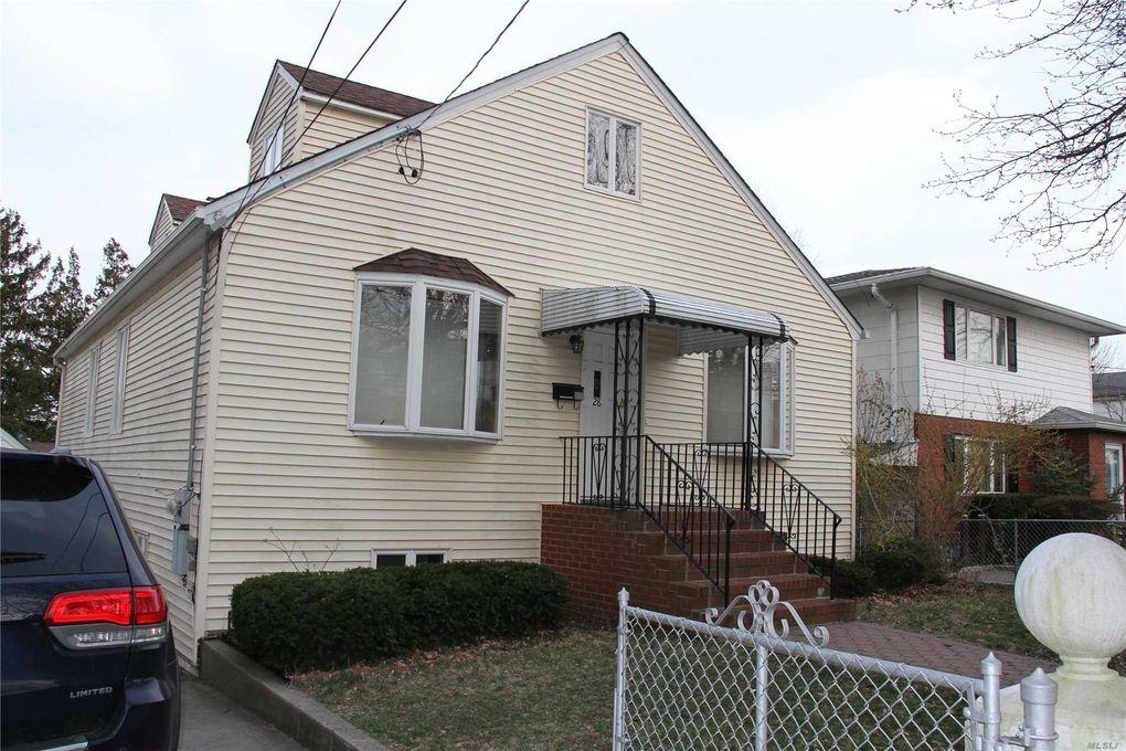 28 N Linwood Rd, Port Washington, NY 11050
