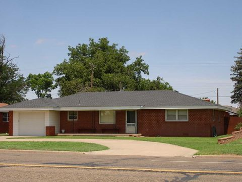 Photo of 1006 W 5th St, Friona, TX 79035