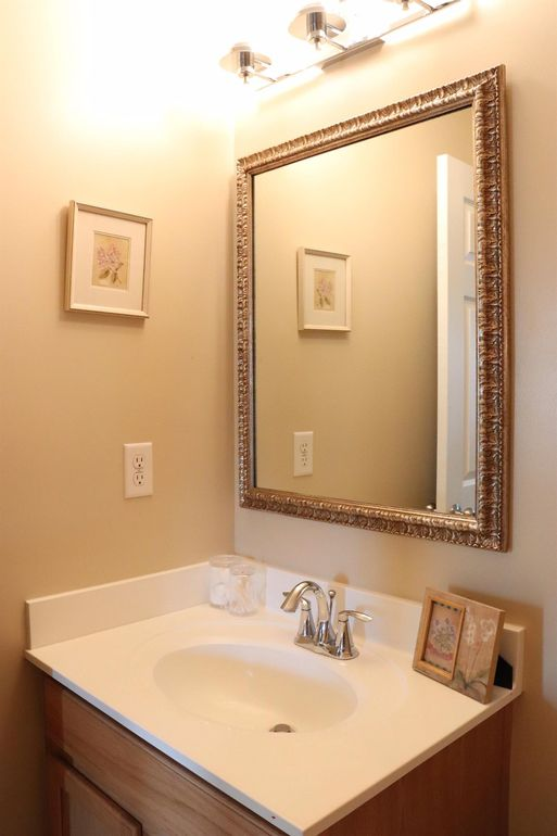 6045 Marsh Cir, Goshen Township, OH 45140 - Bathroom