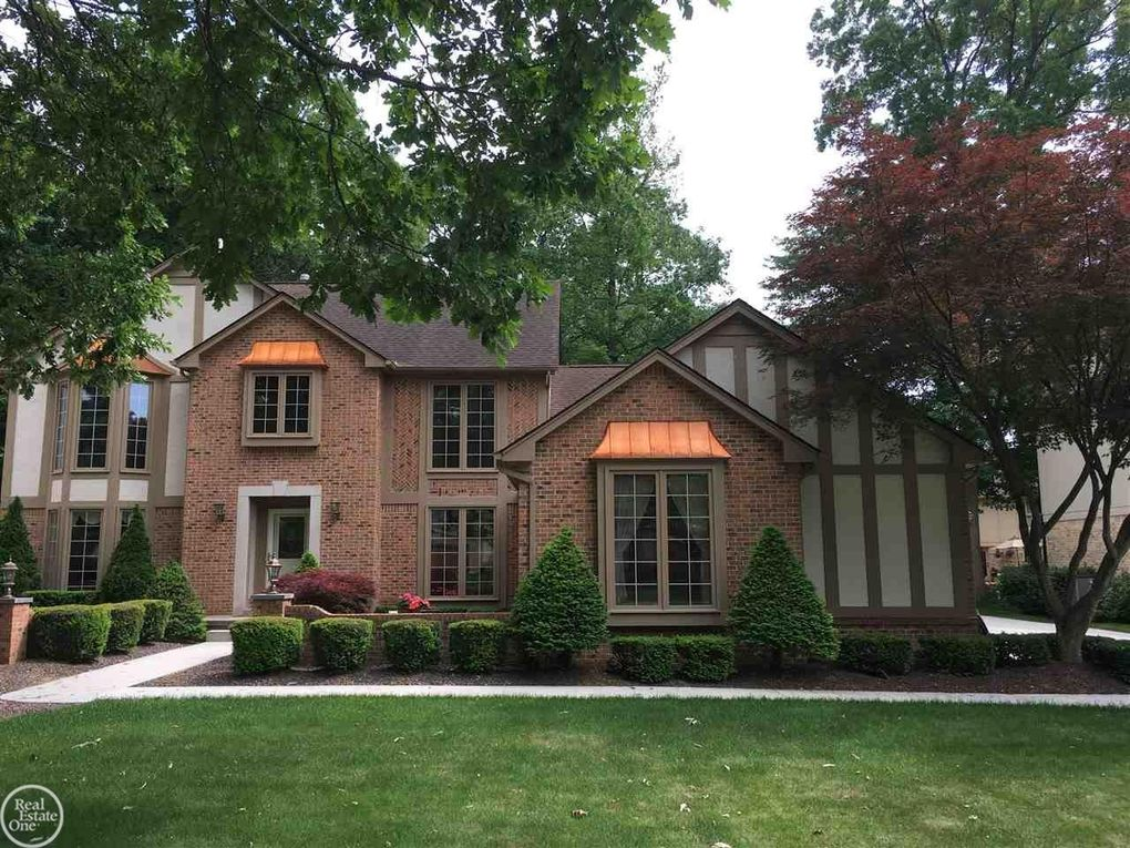 13988 Towering Oaks Dr Shelby Township MI