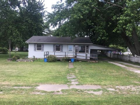 Photo of 106 N High St, Indianola, IL 61850