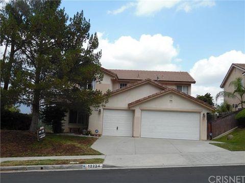 12224 Edgecliff Ave, Sylmar, CA 91342