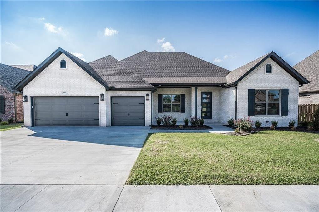 960 Clark Cir, Bentonville, AR 72713