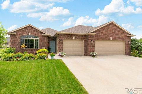 2501 E Yorkshire St, Sioux Falls, SD 57108