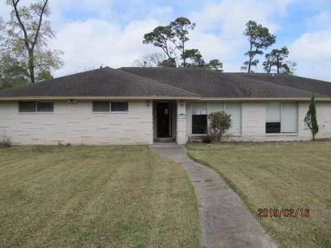 Photo of 602 Shadylawn St, Shoreacres, TX 77571