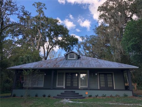 Photo of 35925 Lakeshore Dr, Dade City, FL 33525