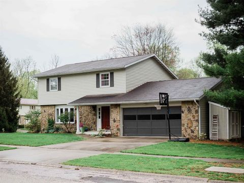 Photo of 2534 E Roundhill Ln, Bloomington, IN 47401