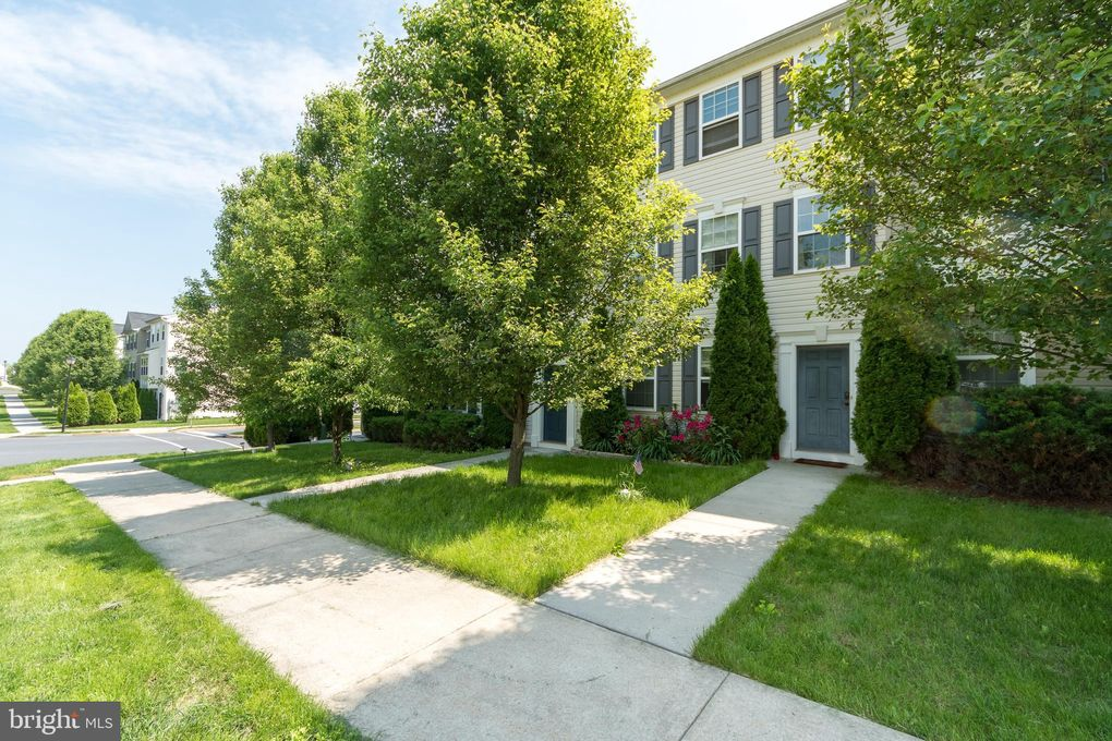 387 Dickens Dr, Lancaster, PA 17603
