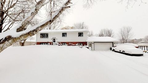 Photo of 529 N Shore Dr, Waverly, MN 55390