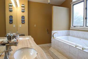 6856 Paxton Rd, Miami Township, OH 45140 - Bathroom