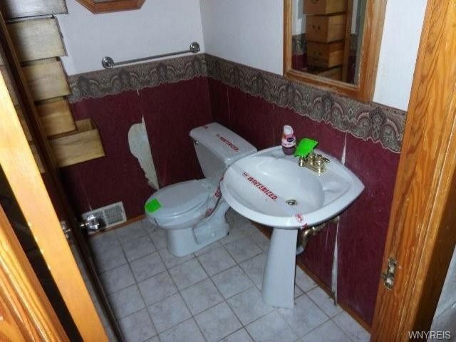Bathroom Fixtures Buffalo Ny 376 villa ave, buffalo, ny 14216 - realtor®