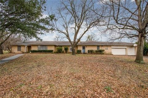 Photo of 201 N Couch St, Italy, TX 76651