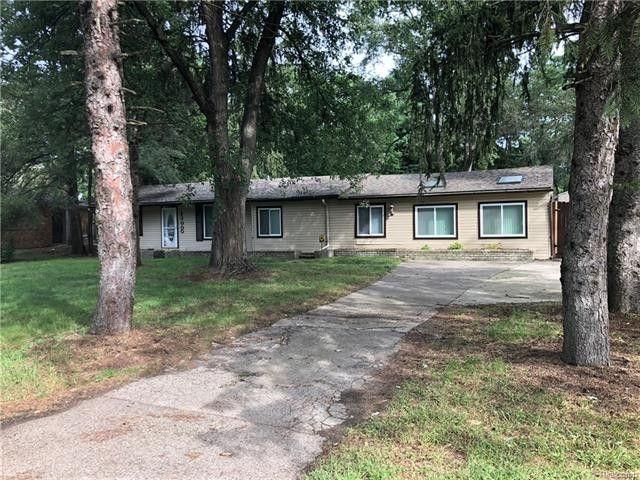 23000 Cottage Dr, Southfield, MI 48033