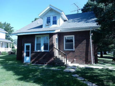 924 1st Ave, Ackley, IA 50601