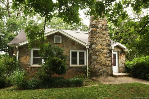 Photo of 651 Caribou Rd, Asheville, NC 28803