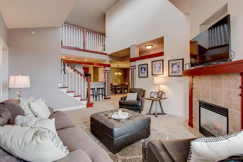 Photo of 15271 W Library Ln Unit 16, New Berlin, WI 53151