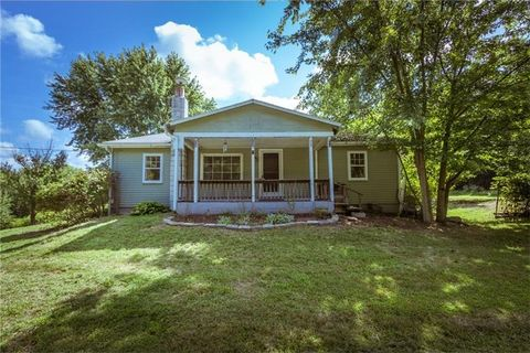 610 Valley Rd, Darlington, PA 16115