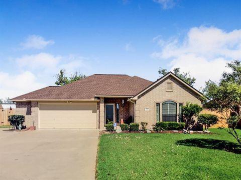 117 Robin Trl, Richwood, TX 77531