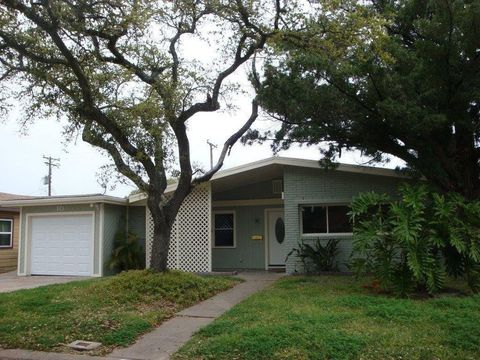 Photo of 10 Maple Ln, Galveston, TX 77551