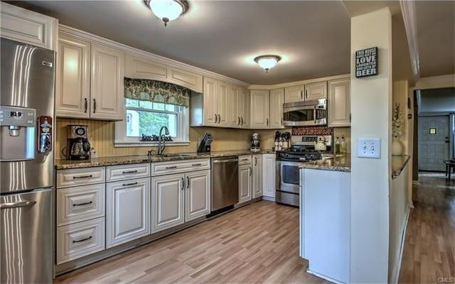147 Lakeview Ter, Sandy Hook, CT 06482