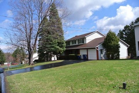 Photo of 109 Canterbury Dr, Camillus, NY 13031