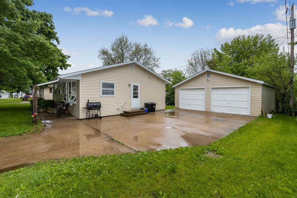 1260 C Ave Marion, IA 52302