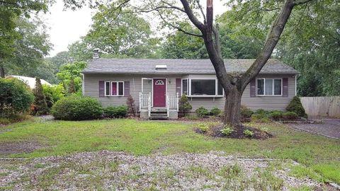 979 Old Medford Ave, Farmingville, NY 11738