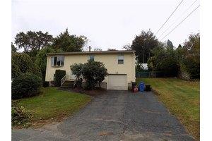 75 pocasset st johnston ri 02919 home for rent for 8 kitchener rd johnston ri