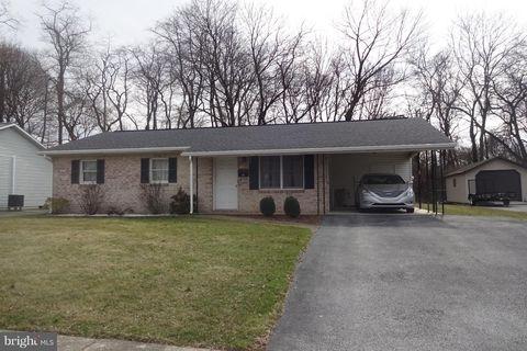 60 Edgelea Dr, Chambersburg, PA 17201