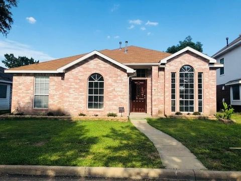 Photo of 2926 Snapdragon Ct, Garland, TX 75040